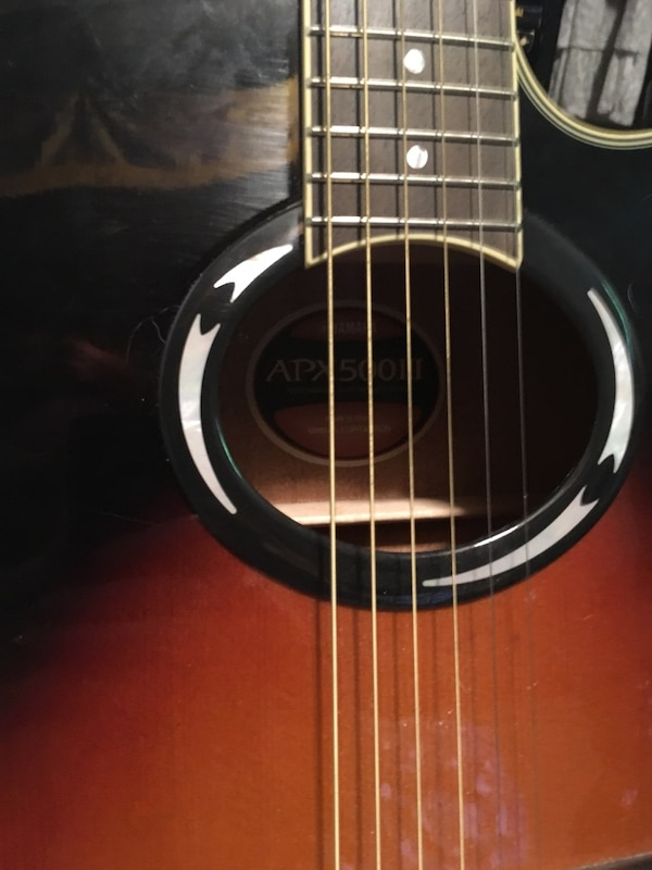 brown and black acoustic guitar c6e6840e-1c6d-422c-b43c-283e3533a62c