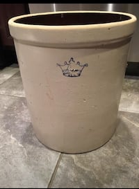 Antique 5 gallon crock pot made in the USA Freehold, 07728