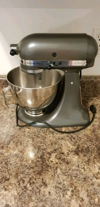 KitchenAid Ultra Power Stand Mixer + bowl + accessories Toronto, M2R 3N7