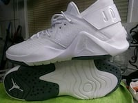 pair of white Nike basketball shoes Saginaw, 76179