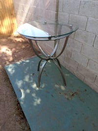 round glass top table with black metal base Mesa, 85210