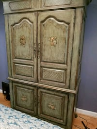 brown wooden 2-door cabinet Alexandria, 22306
