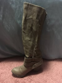 Pair of brown leather knee-high boots 548 km