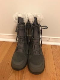 pair of black fur-lined snow boots Mississauga, L5W