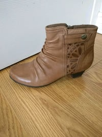 Cute little fall booties - very comfortable Toronto, M5A 1W1