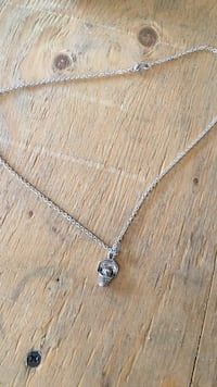 Silver-colored heart pendant necklace Calgary, T2Y 2T4