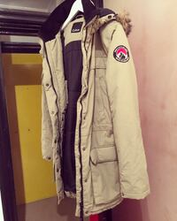 Warm beige parka/jacket with large hoodie and faux fur. London