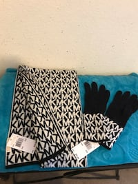 BRAND NEW MICHAEL KORS SCARF AND GLOVES SET North Las Vegas