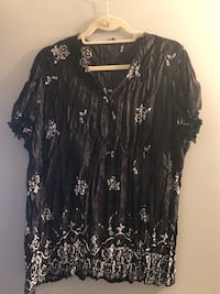 Pretty black and white pleated blouse. Size 18   Edmonton, T5H