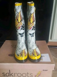 pair of white-and-yellow rain boots Sterling, 20166