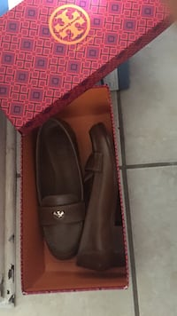 Dark Brown Tory  Burch Leather smoking loafers with box Spring, 77388