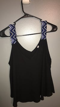 Black and blue sleeveless top 563 mi