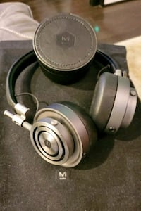 MASTER & DYNAMIC MH30 Headphones & M&D Headphone Stand