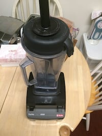 Vita mix excellent condition it has 4500 rpm it has speed switch Reston, 20191