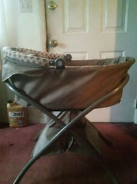 Baby bassinet (great condition)
