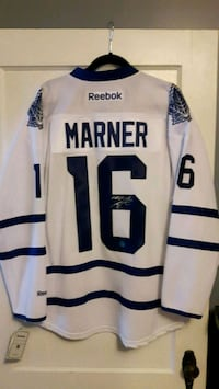 Toronto Maple Leafs jersey signed by Mitch Marner. Saint Thomas, N5R 1V1