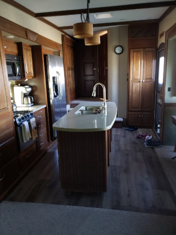 2015 Big Country 5th wheel 39'   5