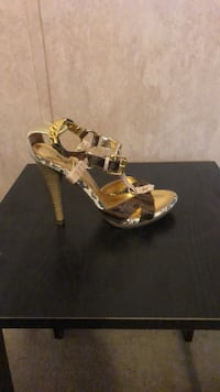 pair of gold-colored leather heeled sandals Tampa, 33637