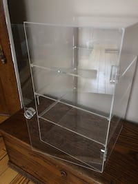 "Showcase Acrylic 4 Shelves ""New"" Smith-Ennismore-Lakefield, K0L"