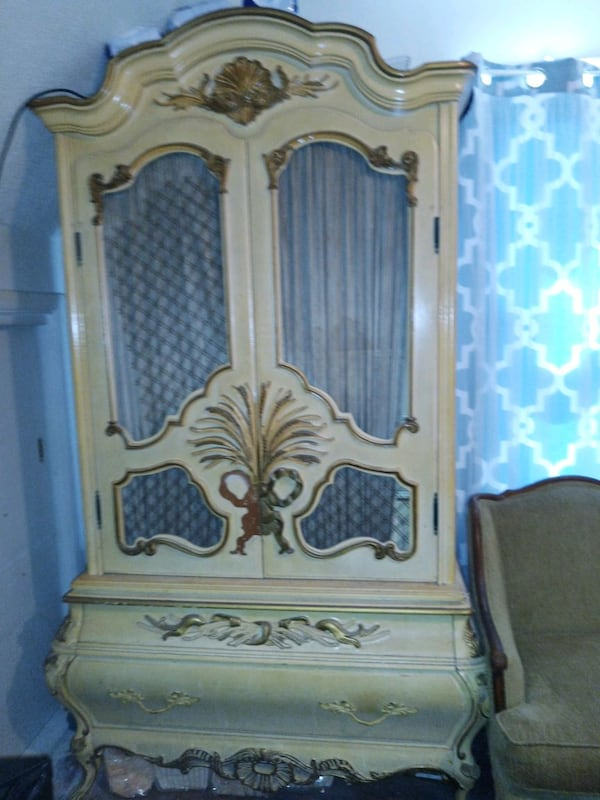 Furniture, headboard, End Table , Chest, Chair 72cfe326-b8c2-400f-beed-c58526b1dbfd
