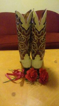pair of brown-and-white leather cowboy boots Springfield, 65802