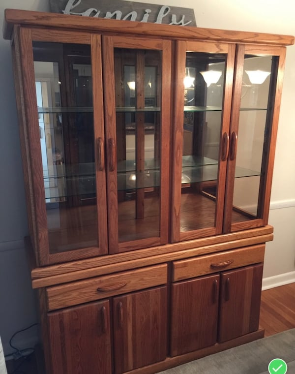 Oak China Cabinet 23c80163-d635-4d3a-bb01-172440650ea0