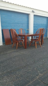 Dining Table with 4 Windsor Chairs