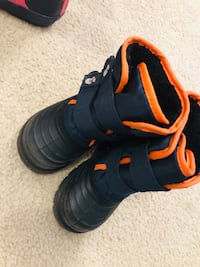 Snow boots size 7
