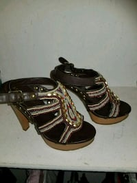 pair of brown leather open-toe heeled sandals Los Angeles, 90032