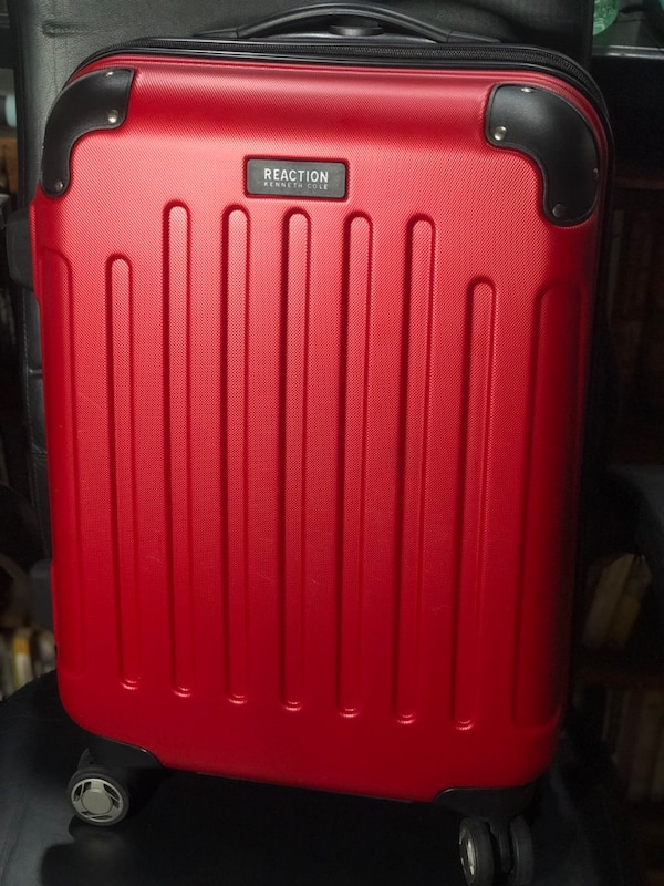 Kenneth Cole Luggage (red)