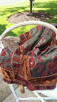 sq table cloth and basket