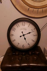 REALLY NICE BIG WALL CLOCK  WORKS GREAT