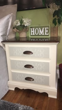 Beautiful matching night stands  Middletown, 10940