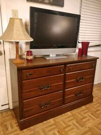 Nice wooden long dresser with big drawers in great Annandale, 22003
