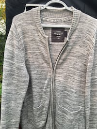 Grey knit sweaters size M New Westminster, V3L