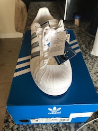 unpaired white adidas Superstar with box Capitol Heights, 20743