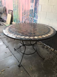 Outdoor tiled table Los Angeles, 90038