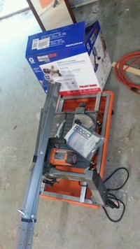 A sprayer and a tile cutter Pace, 32571