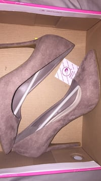 light taupe  heels Albuquerque, 87109
