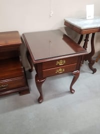 Two Drawer Queen Anne Wood End Table / Nightstand w/ Glass Top
