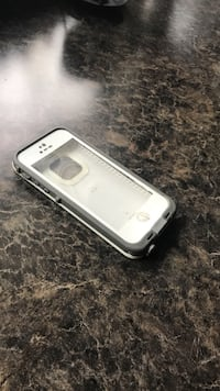 White iPhone lifeproof 5/5s