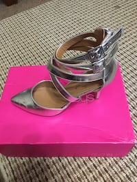 size 7.5 silver strappy shoes Columbus, 31904