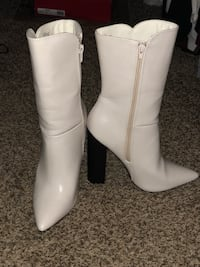 pair of white leather knee-high boots San Marcos, 78666