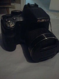 fuji film, missing battery, works excellant! Spruce Grove, T7X 3S1