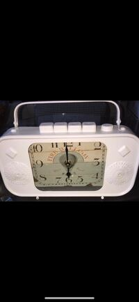 BRAND NEW VINTAGE STYLE RADIO TABLE WORKING CLOCK Richmond, V7A 1N5