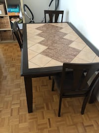 200$ table with 4 chaises