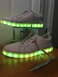 LED shoes (size:9.5) 7 colors and 3 color changing modes Ottawa, K4A 3K5
