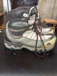 Northface size 8 woman boots (fits smaller) Located southend of Regina  No holds  Posted on other sites  Regina, S4S 2L9