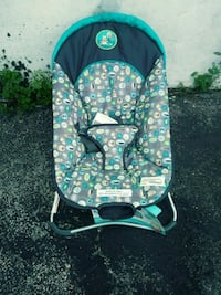 baby's green and white bouncer Chantilly, 20151