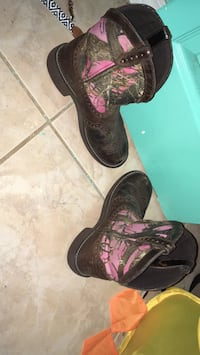 Black-and-pink realistic camouflage leather deep scallop round toe roper heeled mid-calf cowboy boots Dade City, 33523